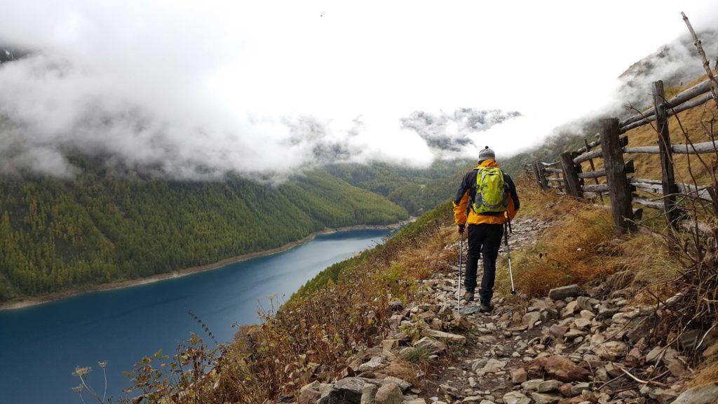 benefici dei bastoncini da trekking